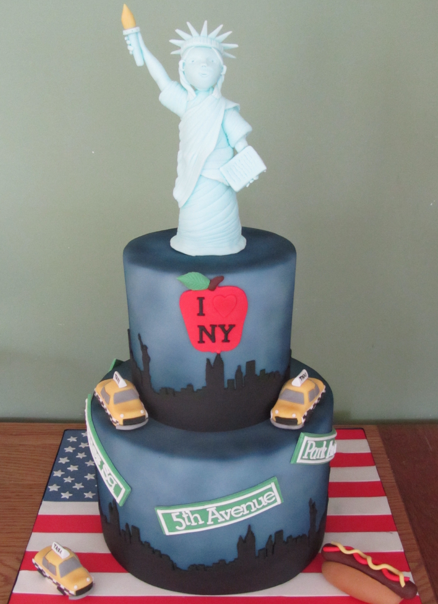 Bespoke 40th Birthday New York Cake - Pat a Cakes Jersey